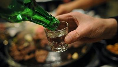 Năm 2020, chỉ người đi bộ được uống rượu, bia trước khi ra đường - Luật Trung Kiên