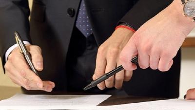 Người lao động không được ký hợp đồng lao động ! - Luật Trung Kiên